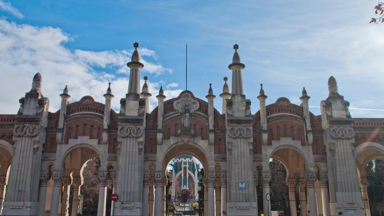 Centrinių Madrido miesto kapinių - Cementerio de la Almudena - įėjimas