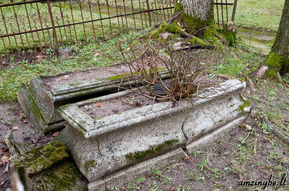 Priekulės senosios kapinės - 006