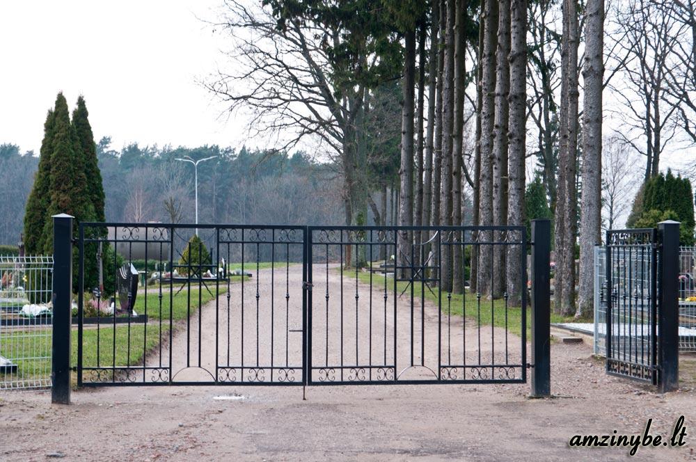Priekulės kapinių centrinio įėjimo vartai